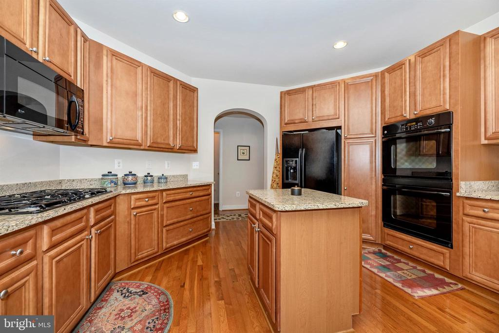 Central kitchen has all the discerning chef needs - 2513 MILL RACE RD, FREDERICK