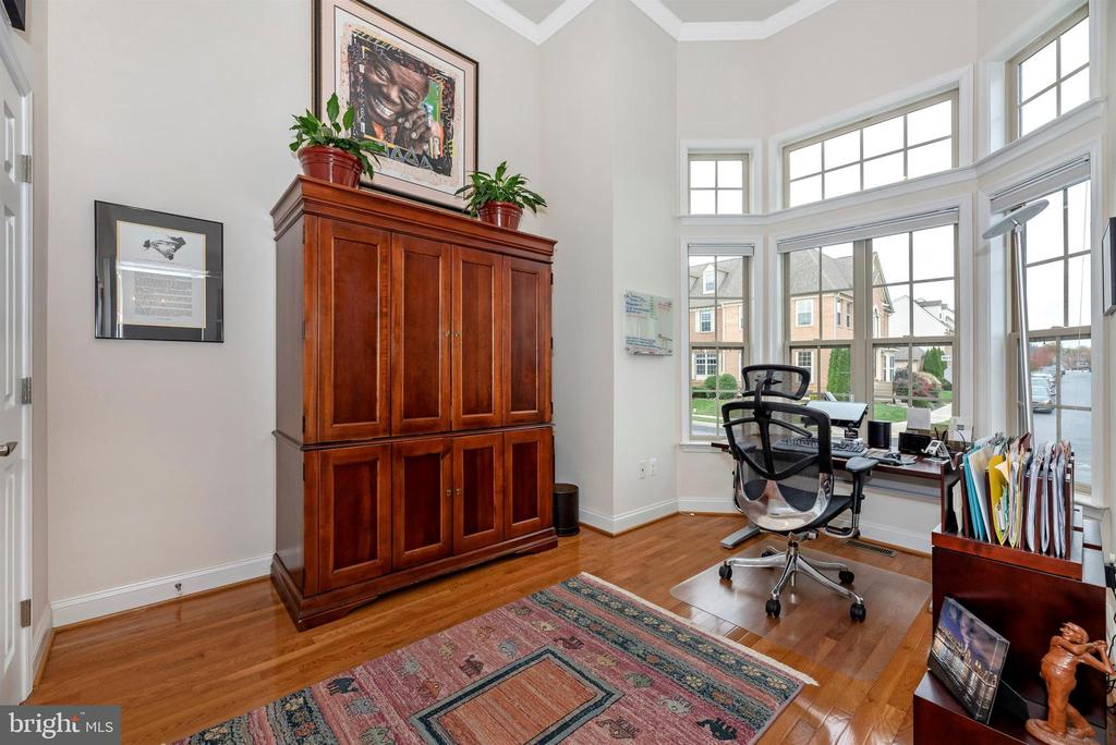 High ceilings & lots of light - 2513 MILL RACE RD, FREDERICK