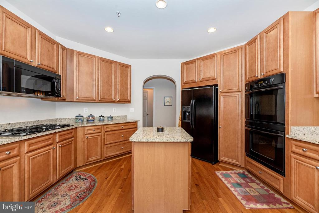 Kitchen has granite counter tops. - 2513 MILL RACE RD, FREDERICK