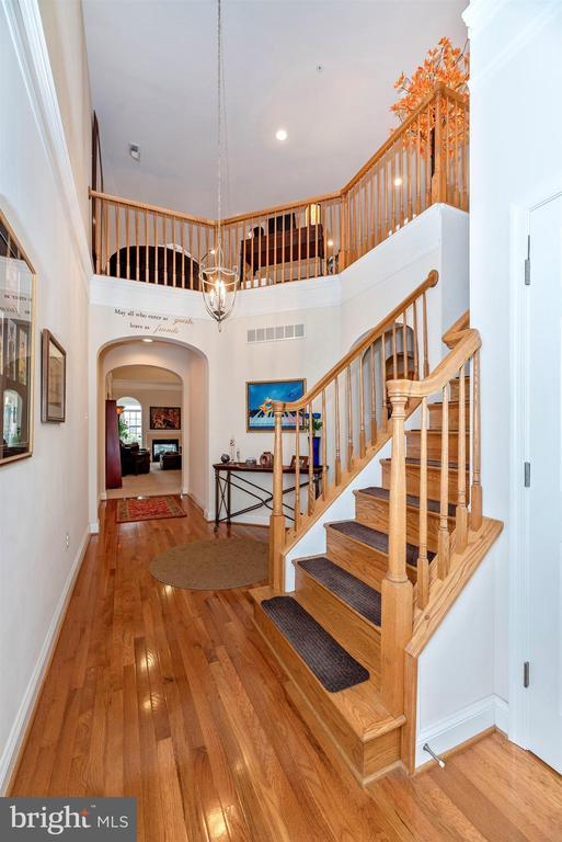 Expansive foyer. - 2513 MILL RACE RD, FREDERICK