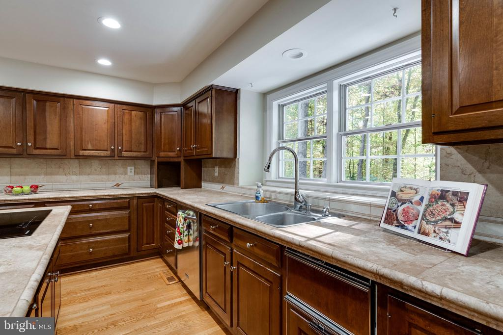 - 10118 HAMPTON WOODS DR, FAIRFAX STATION