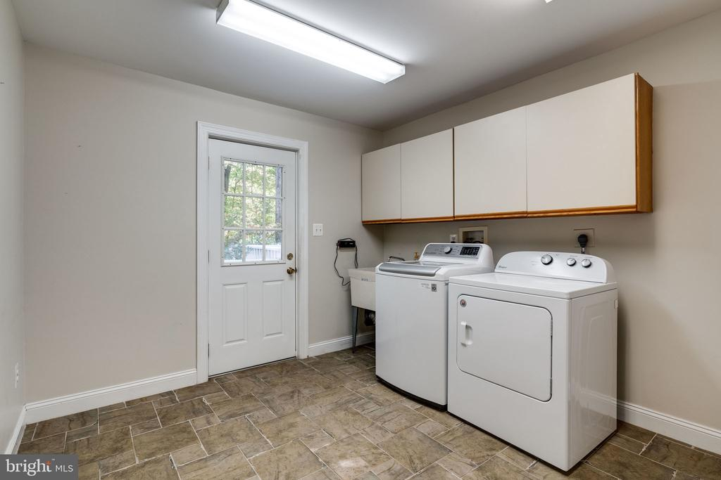 laundry room - 10118 HAMPTON WOODS DR, FAIRFAX STATION