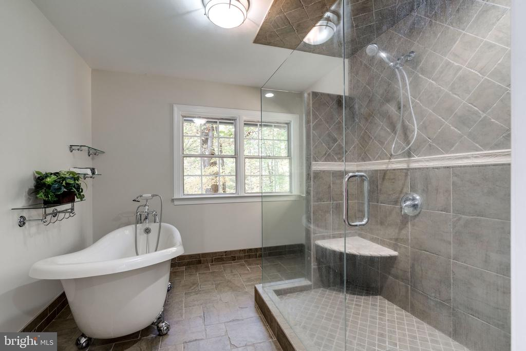 More primary en suite - 10118 HAMPTON WOODS DR, FAIRFAX STATION