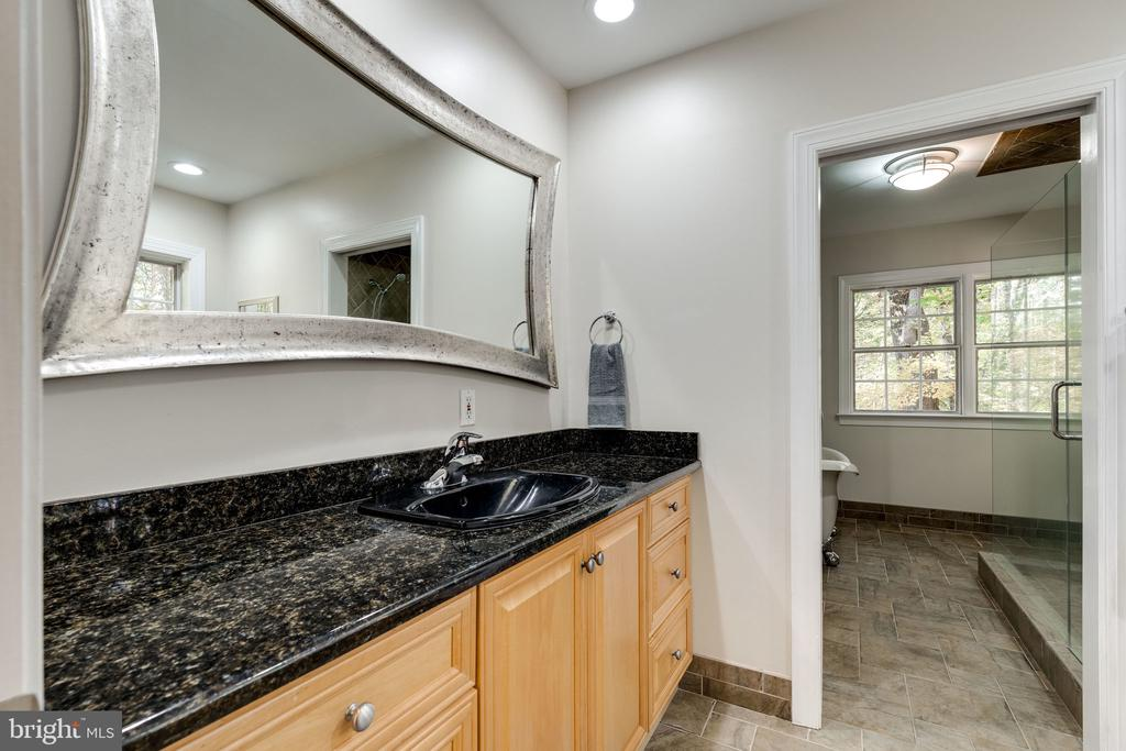 Primary en suite - 10118 HAMPTON WOODS DR, FAIRFAX STATION