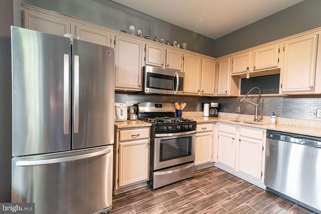 Appliances purchased in 2016 - 46580 DRYSDALE TER #300, STERLING