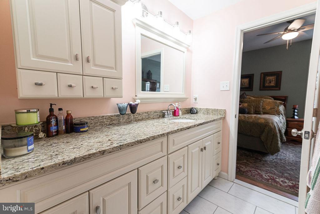 Granite counter top in owner's bath - 46580 DRYSDALE TER #300, STERLING