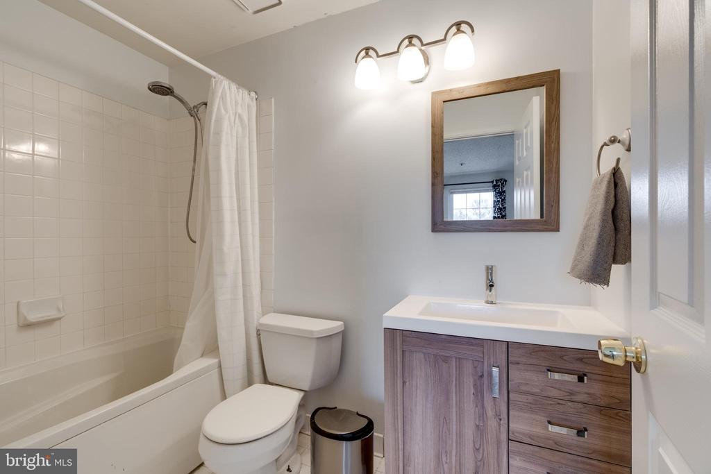 En-suite Bathroom one - 2810 EMMA LEE ST #304, FALLS CHURCH