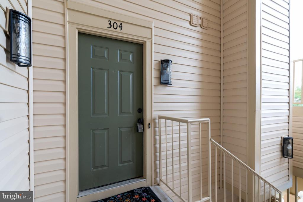 Front door to unit - 2810 EMMA LEE ST #304, FALLS CHURCH