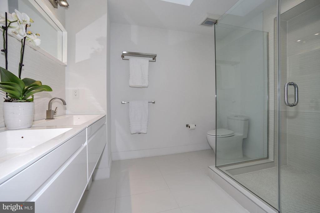 Master bath - 4319 MURDOCK MILL RD NW, WASHINGTON