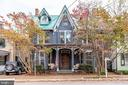 The perfect Victorian home with so much charm - 210 N KING ST, LEESBURG