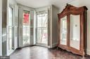 Bay windows let in plenty of light - 210 N KING ST, LEESBURG