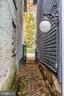 Quaint and classic alley - 210 N KING ST, LEESBURG