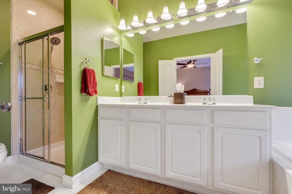 Primary Bath with Dual Vanity, Tub & Shower - 42475 MAGELLAN SQ, ASHBURN