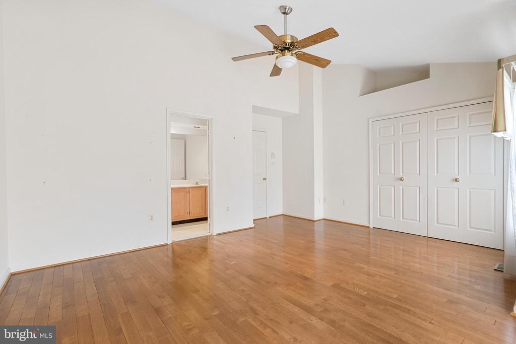 1st Master Bedroom with hardwood Floors - 7833 BLUE GRAY CIR, MANASSAS