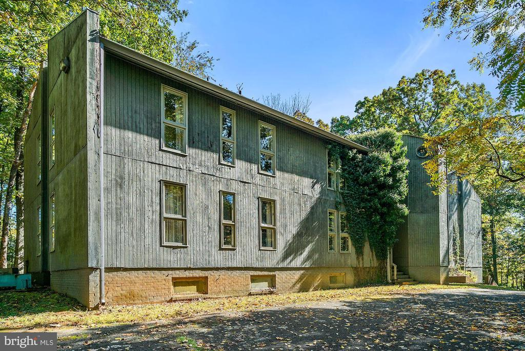 Staff House includes 13BR/9.5BA 3 Kitchens, - 40568 HIDDEN HILLS LN, PAEONIAN SPRINGS