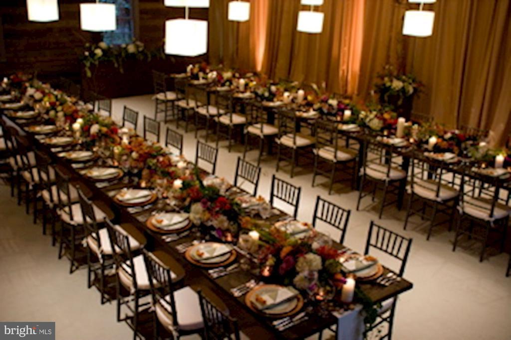 Party Barn hosting a wedding - 40568 HIDDEN HILLS LN, PAEONIAN SPRINGS