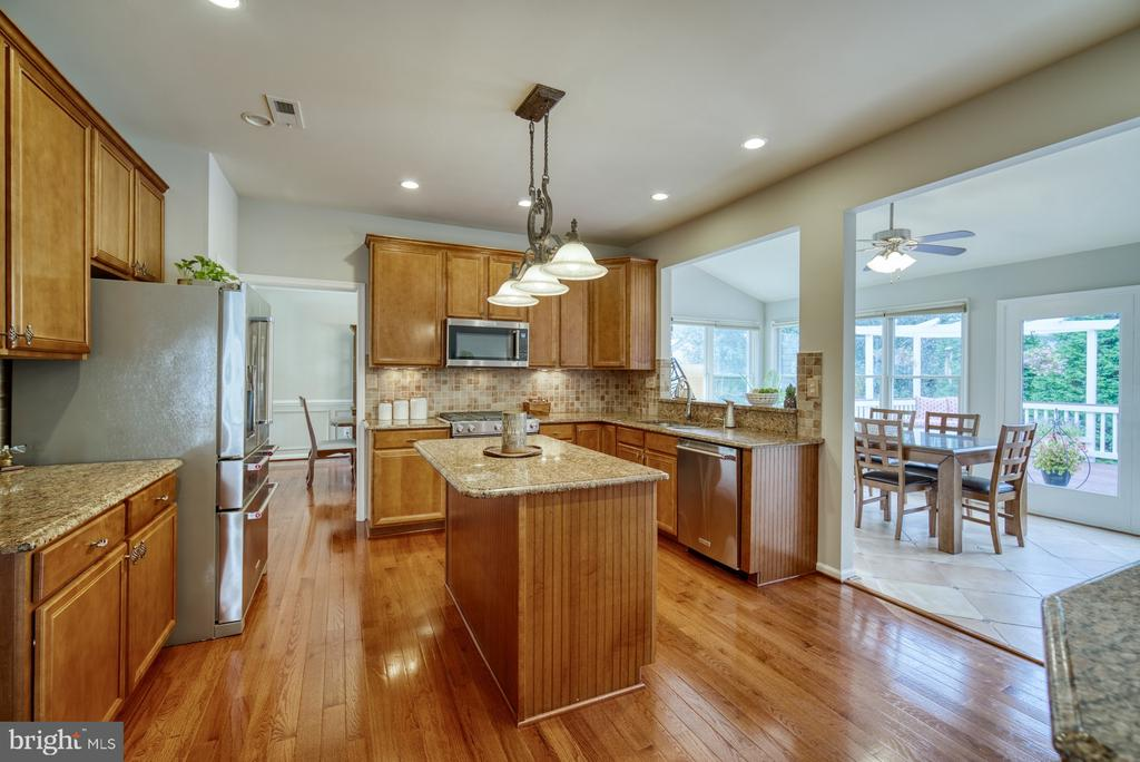 Kitchen into Sunroom - 10868 GROVEHAMPTON CT, RESTON