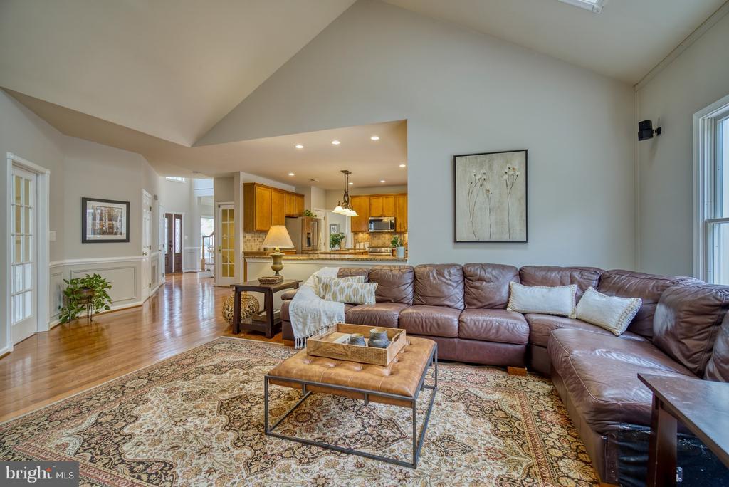 Family Room - 10868 GROVEHAMPTON CT, RESTON