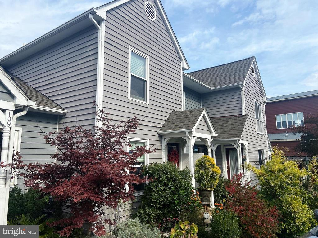 Charming 3 level townhome in a small enclave - 107 W O ST, PURCELLVILLE