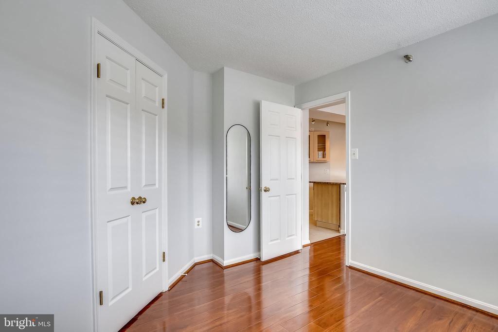 - 1301 N COURTHOUSE #1607, ARLINGTON