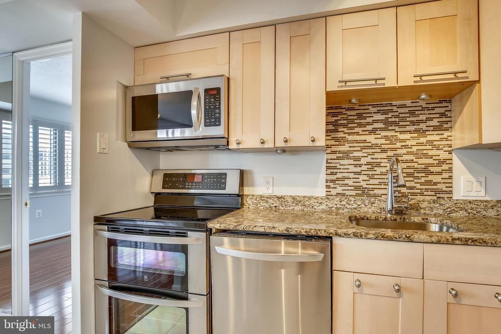 Double oven great for entertaining - 1301 N COURTHOUSE #1607, ARLINGTON