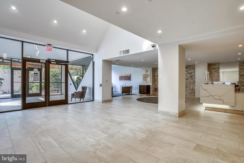 Lobby main entry /24 hr concierge desk - 1301 N COURTHOUSE #1607, ARLINGTON