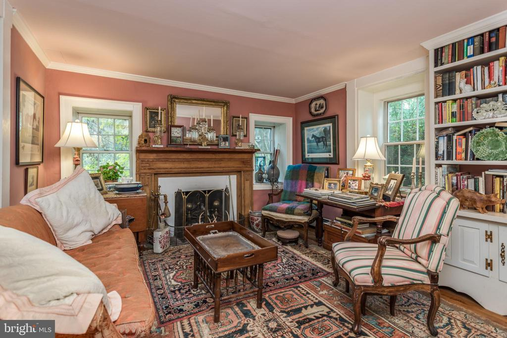 Formal Living Room with wood burning fireplace - 19010 GUINEA BRIDGE RD, PURCELLVILLE