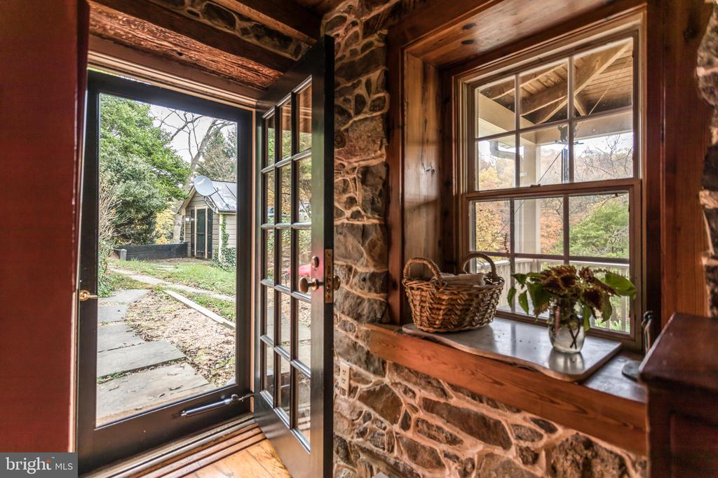 Example of details throughout - 19010 GUINEA BRIDGE RD, PURCELLVILLE