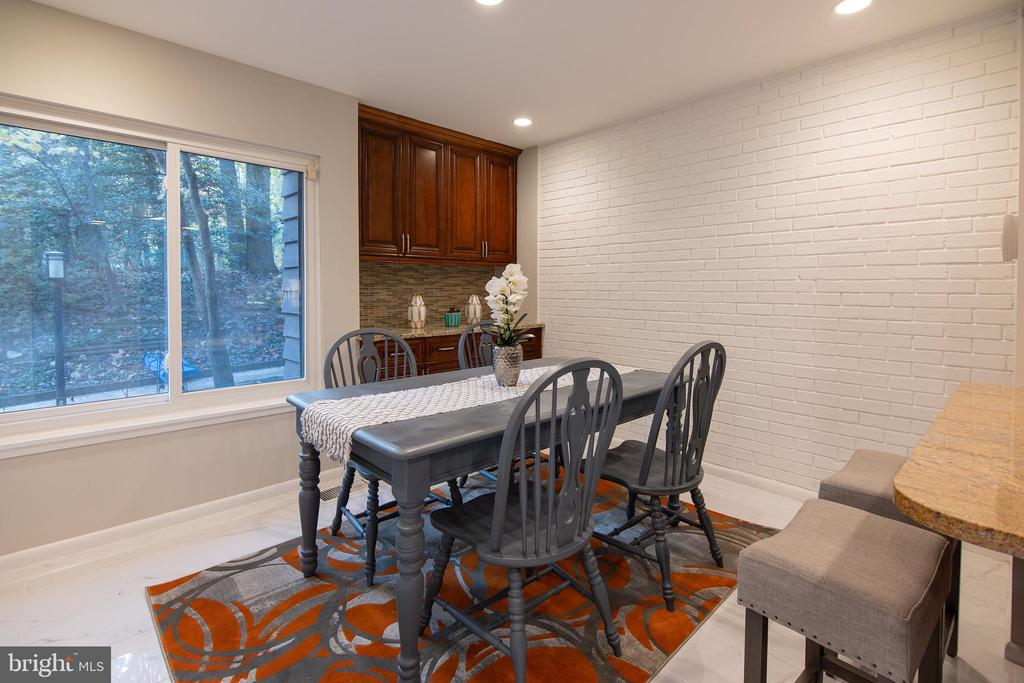 Dining area and breakfast bar - 11580 WOODHOLLOW CT, RESTON