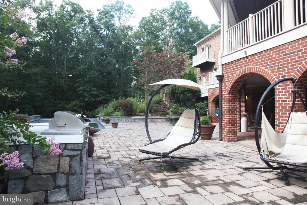 Rear Exterior Patio and Pool - 8225 WOLF RUN SHOALS RD, CLIFTON