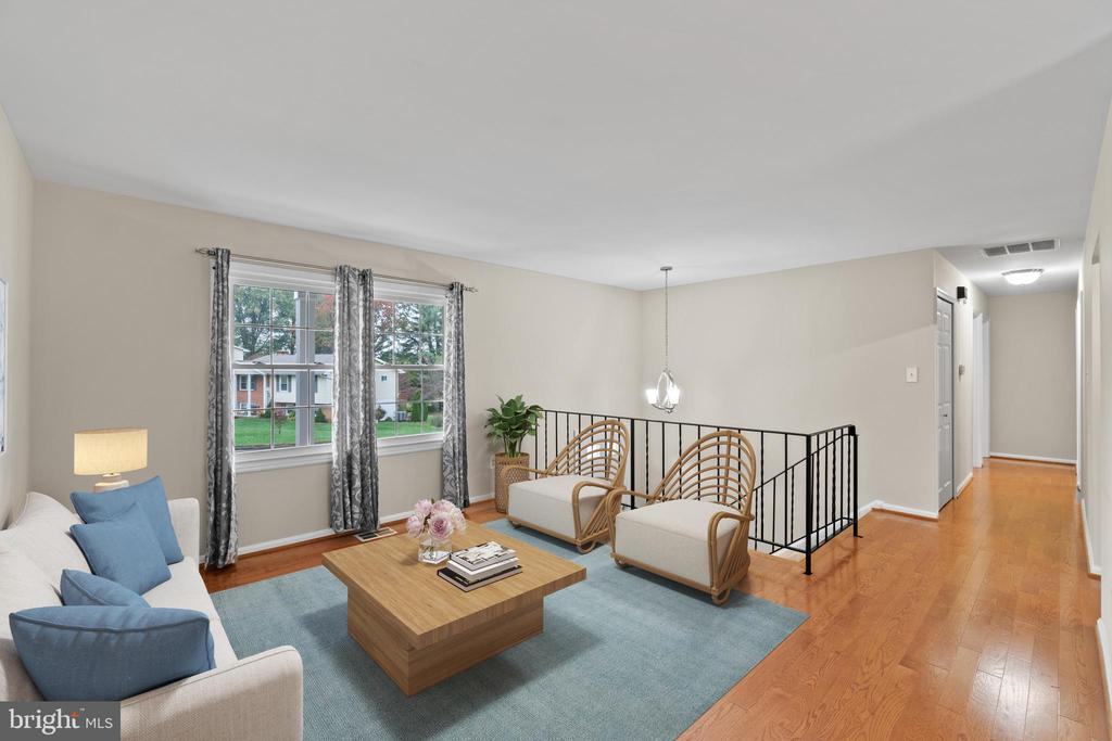 Gleaming hardwood and brand new windows - 207 ORCHARD CIR, HAMILTON