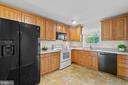 Lots of counter space... - 207 ORCHARD CIR, HAMILTON