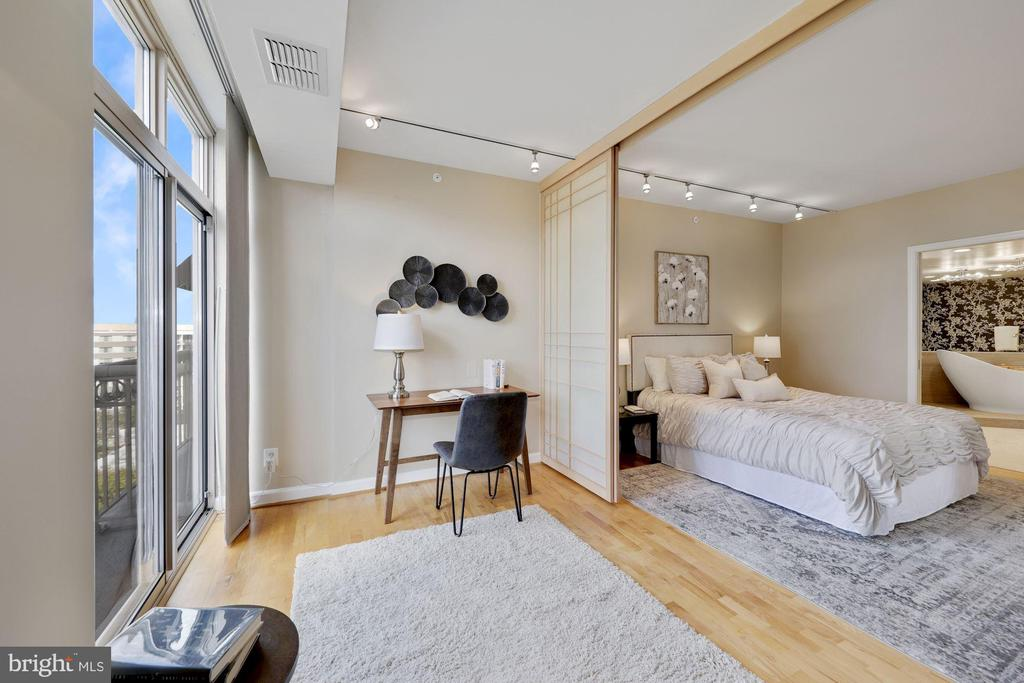 Primary Bedroom and Sitting Room - 5000 BATTERY LN #1003, BETHESDA