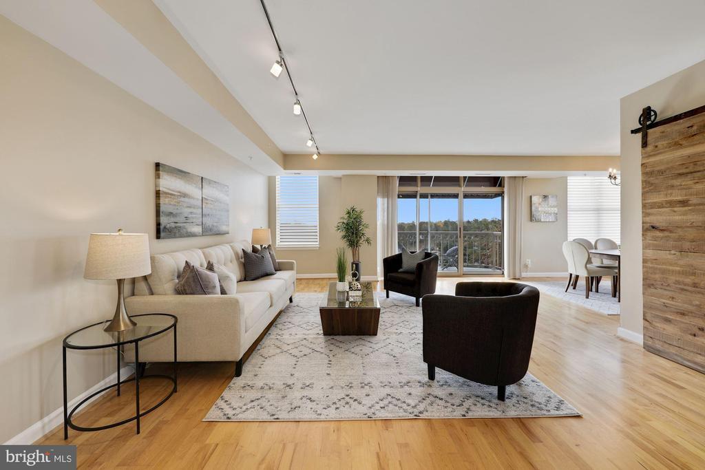 Living Room - 5000 BATTERY LN #1003, BETHESDA