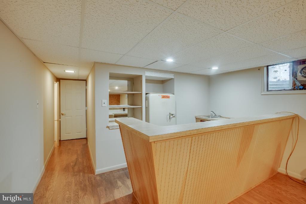 Wet bar: Kelvinator refrigerator works and conveys - 161 LAWSON RD SE, LEESBURG