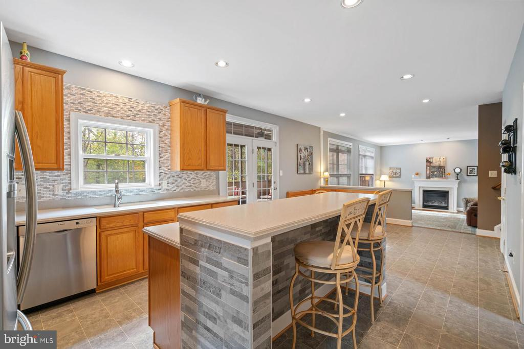 Custom Glass Tile and generous counter tops areas. - 7893 MEADOWGATE DR, MANASSAS