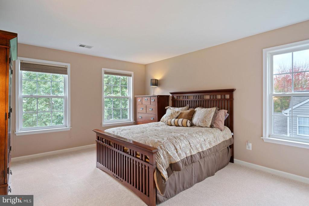 Bedroom 3 from Hall Entrance. - 7893 MEADOWGATE DR, MANASSAS