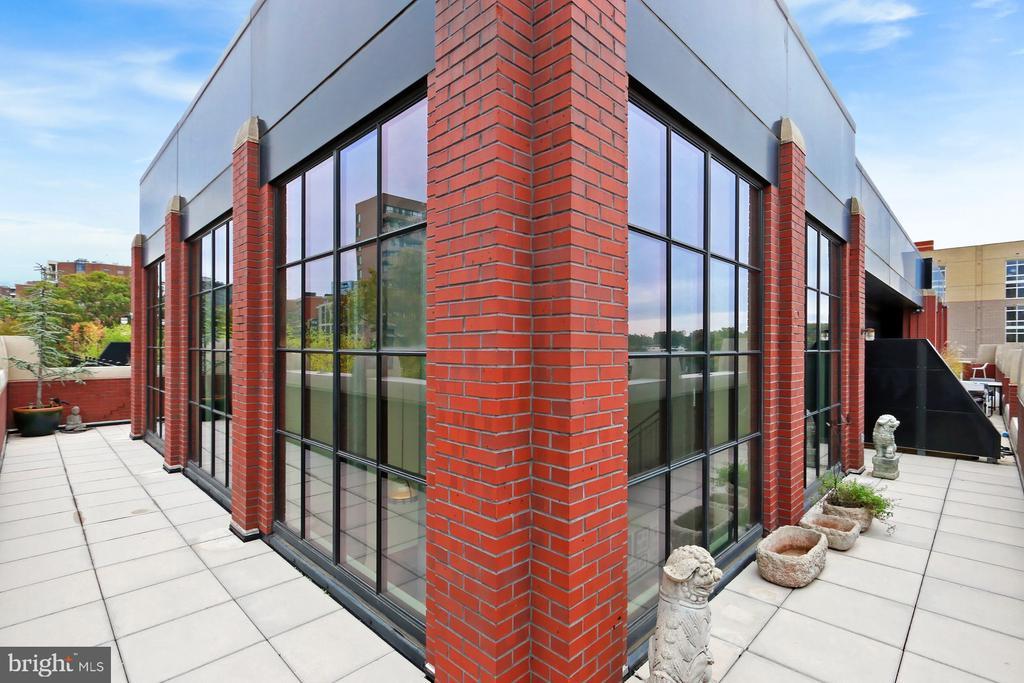 Wrap around terrace - 1615 N QUEEN ST #M601, ARLINGTON