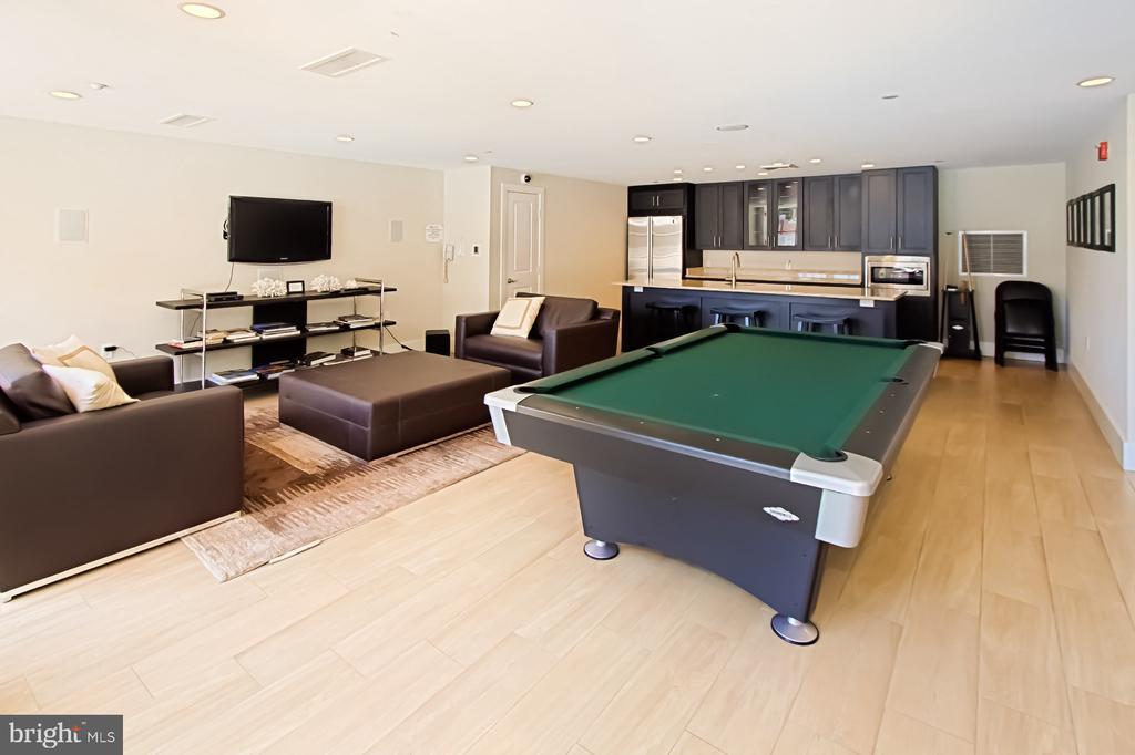 Hospitality room - 1615 N QUEEN ST #M601, ARLINGTON