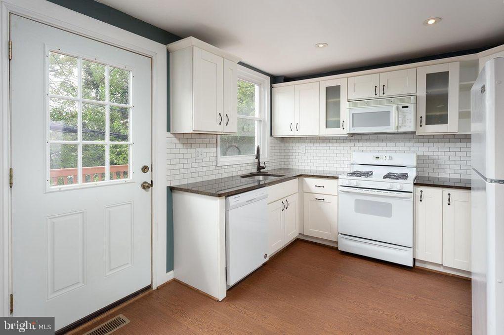 - 3618 KEMPER RD, ARLINGTON