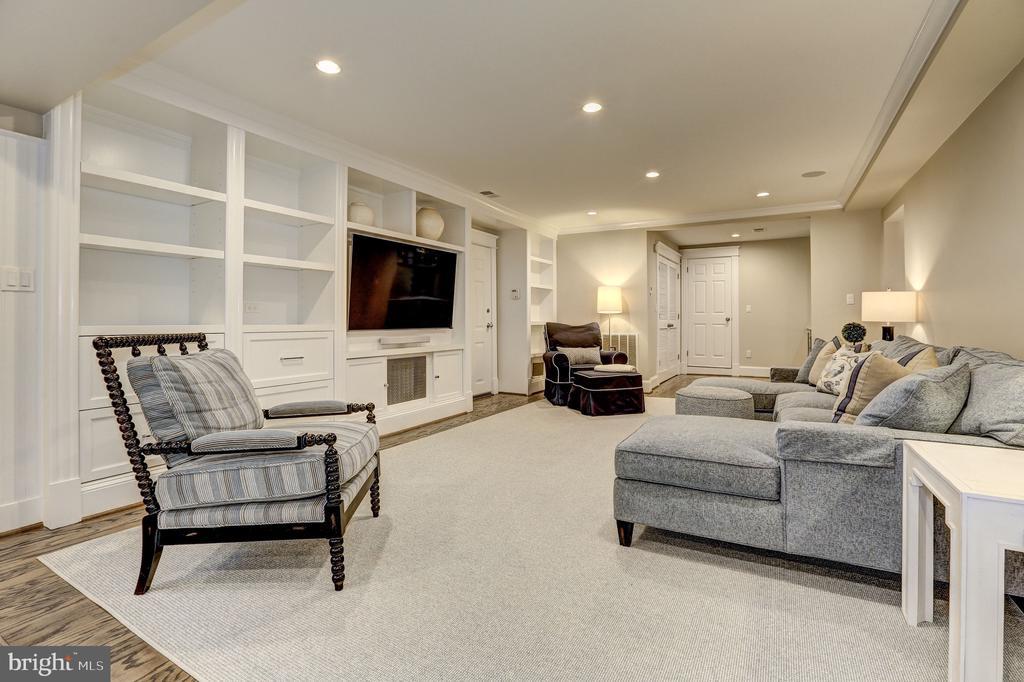 Lower Level Entertainment Area  w/Custom Built-ins - 3307 MACOMB ST NW, WASHINGTON
