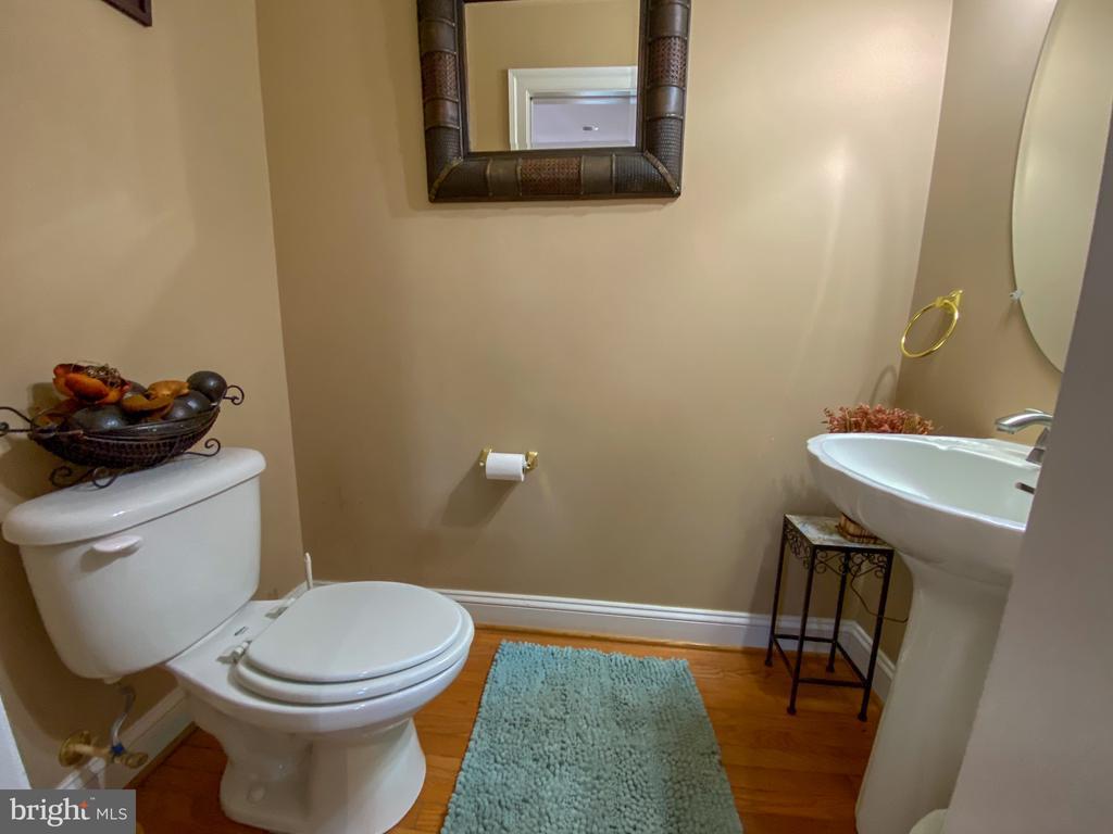 Half Bathroom on Main Level - 10810 PENINSULA CT, MANASSAS