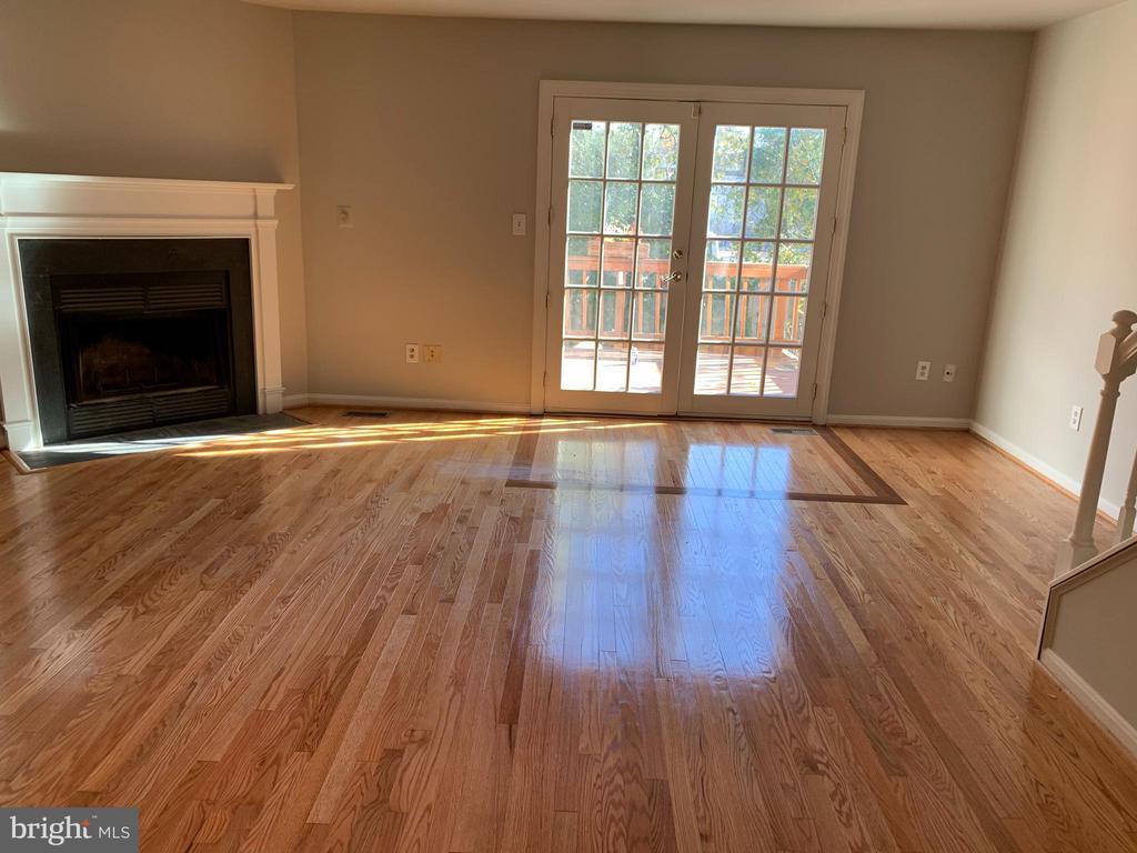 Refinished hardwood floors - 3727 ROXBURY LN, ALEXANDRIA