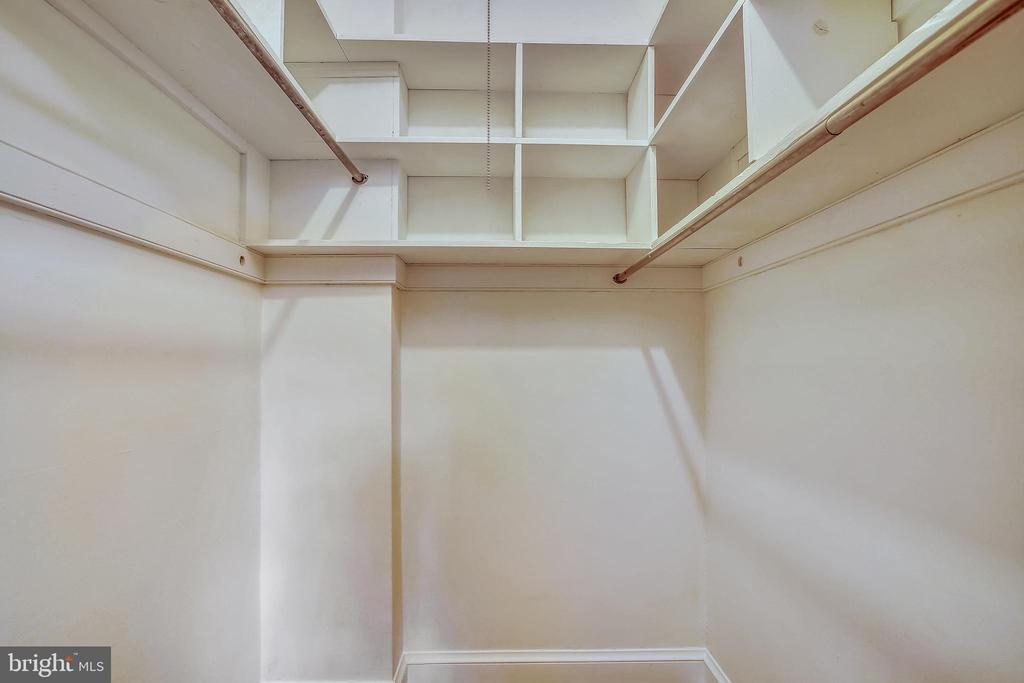 Walk-in Closet - 3900 CONNECTICUT AVE NW #105-F, WASHINGTON