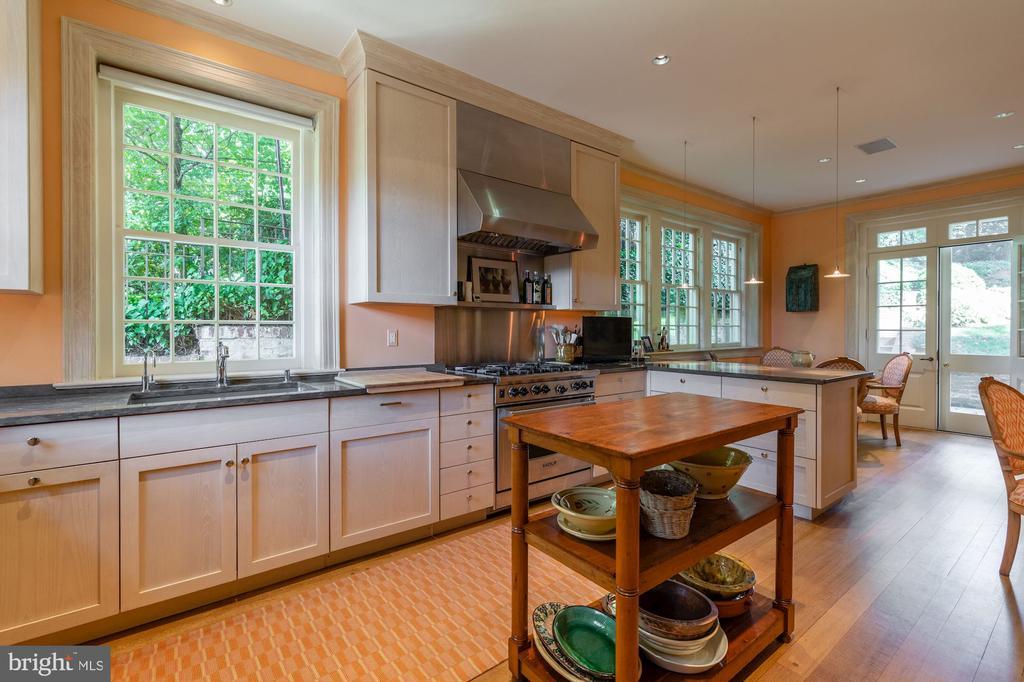 Gourmet Eat-In Kitchen - 2829 WOODLAND DR NW, WASHINGTON