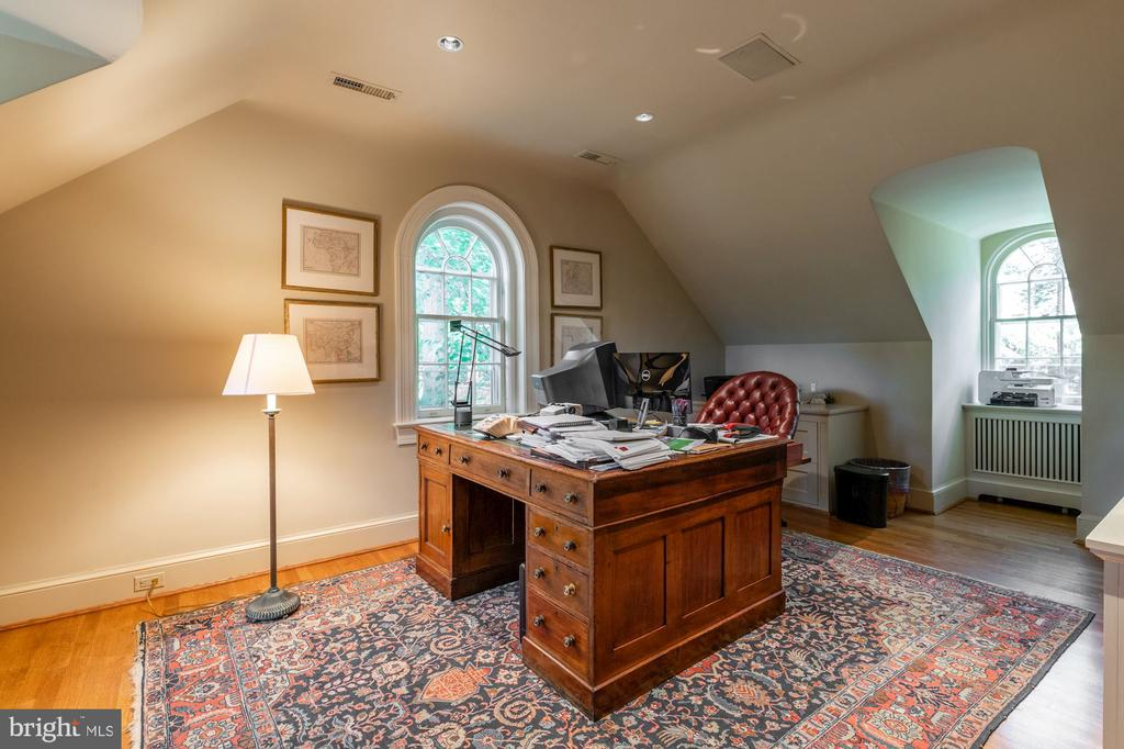 Office/Third Floor - 2829 WOODLAND DR NW, WASHINGTON