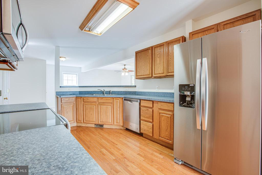 Kitchen w/ All New Appliances - 249 7TH ST, COLONIAL BEACH