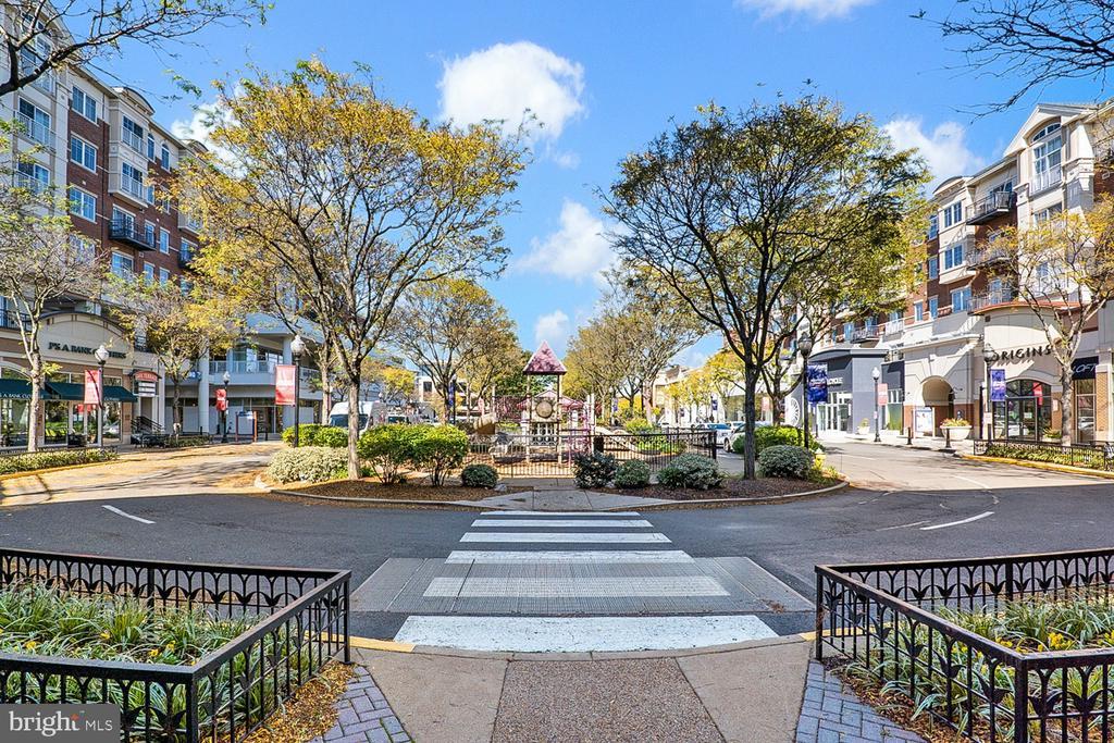 - 1322 N DANVILLE ST, ARLINGTON