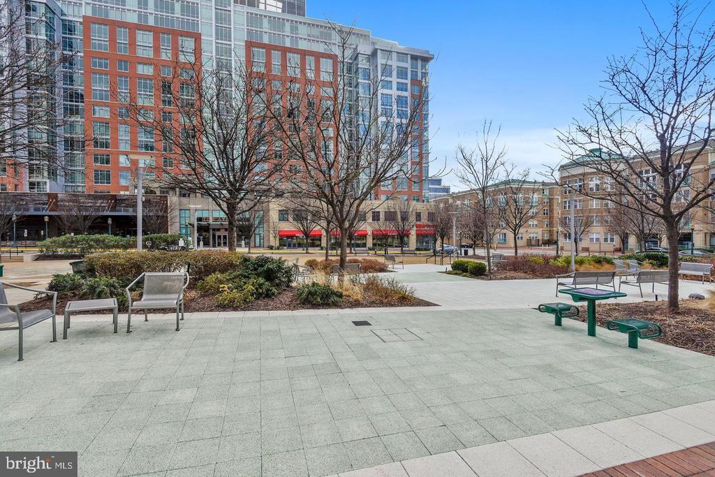 GET SOME FRESH AIR AND RELAX AFTER A HARD DAY WFH! - 1830 FOUNTAIN DR #308, RESTON