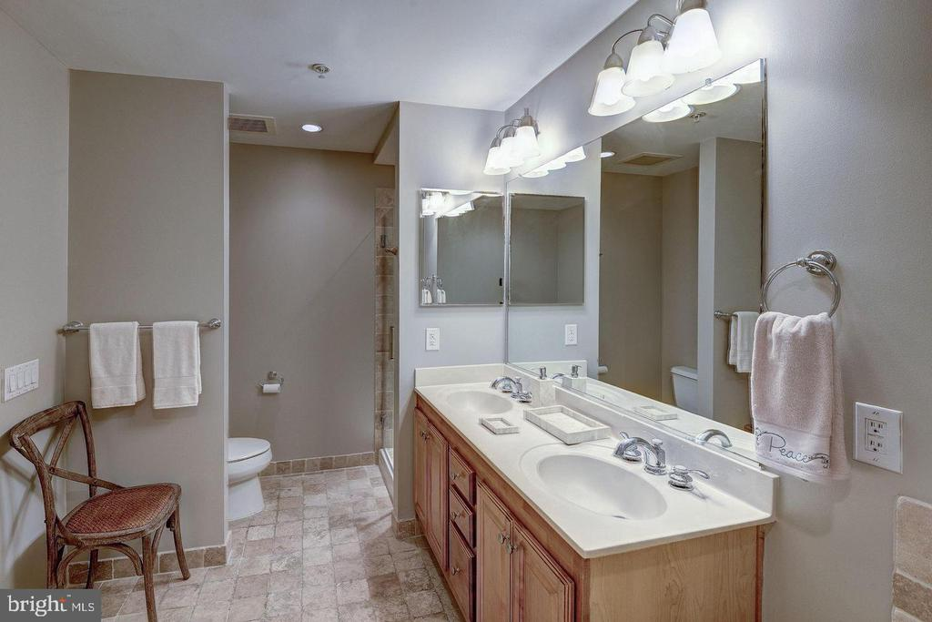 MASTER BATH DUAL VANITIES - 1830 FOUNTAIN DR #308, RESTON